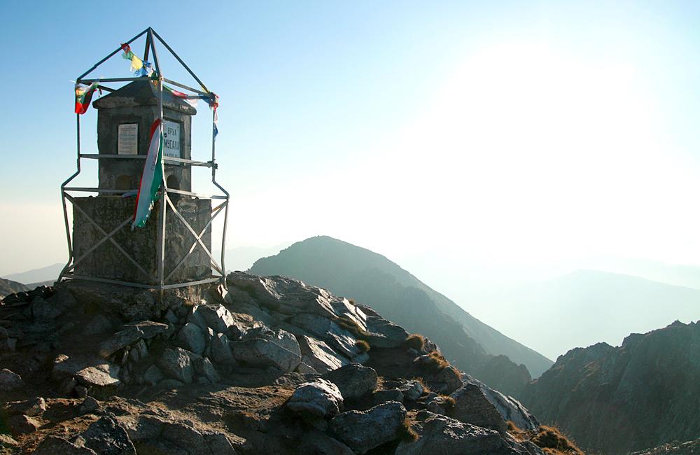 cumbre de musala en las montañas de rila, excursiones de senderismo en bulgaria
