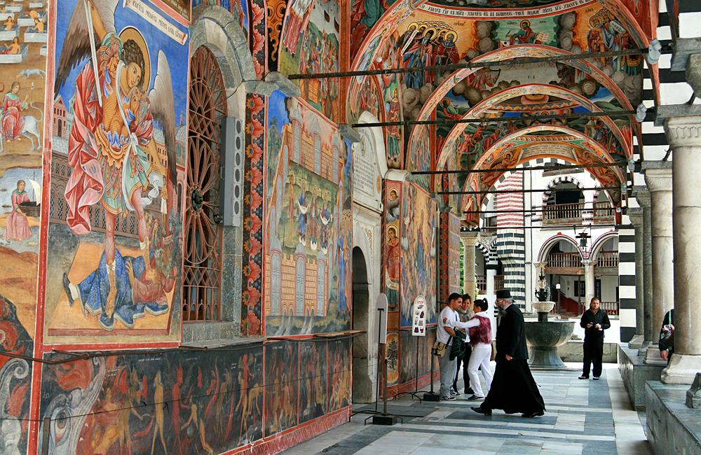 Monasterio de rila, caminatas y excursiones de trekking en bulgaria
