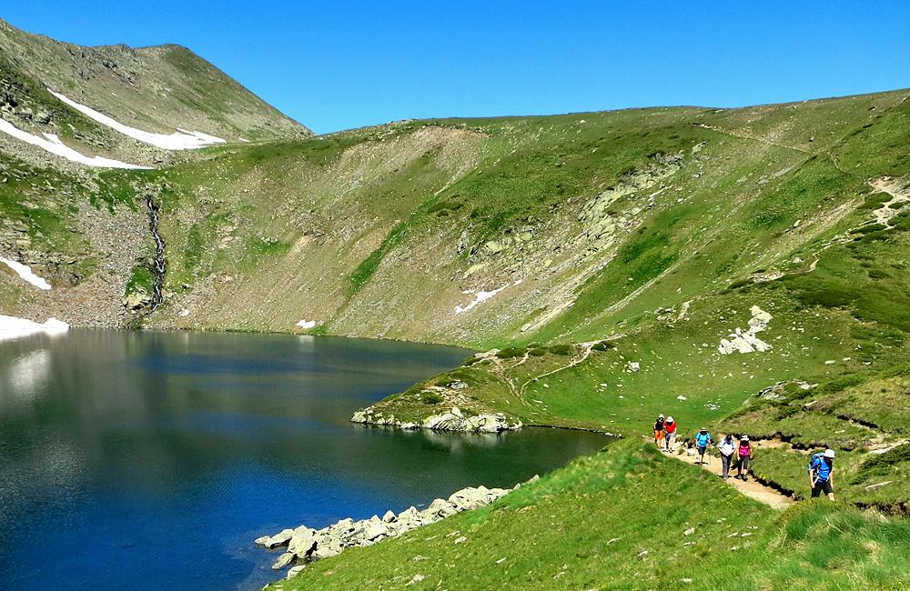 excursionismo y trekking picos y lagos de las montañas de pirin y rila en bulgaria