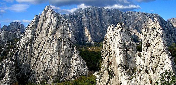 karst de vratsa caverna ledenika senderismo y trekking, bulgaria
