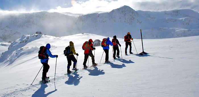 schneeschuhwandern in den bergen rila und pirin, bulgarien
