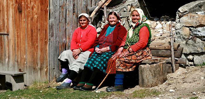 wandern individuell in den rhodope-bergen, bulgarien